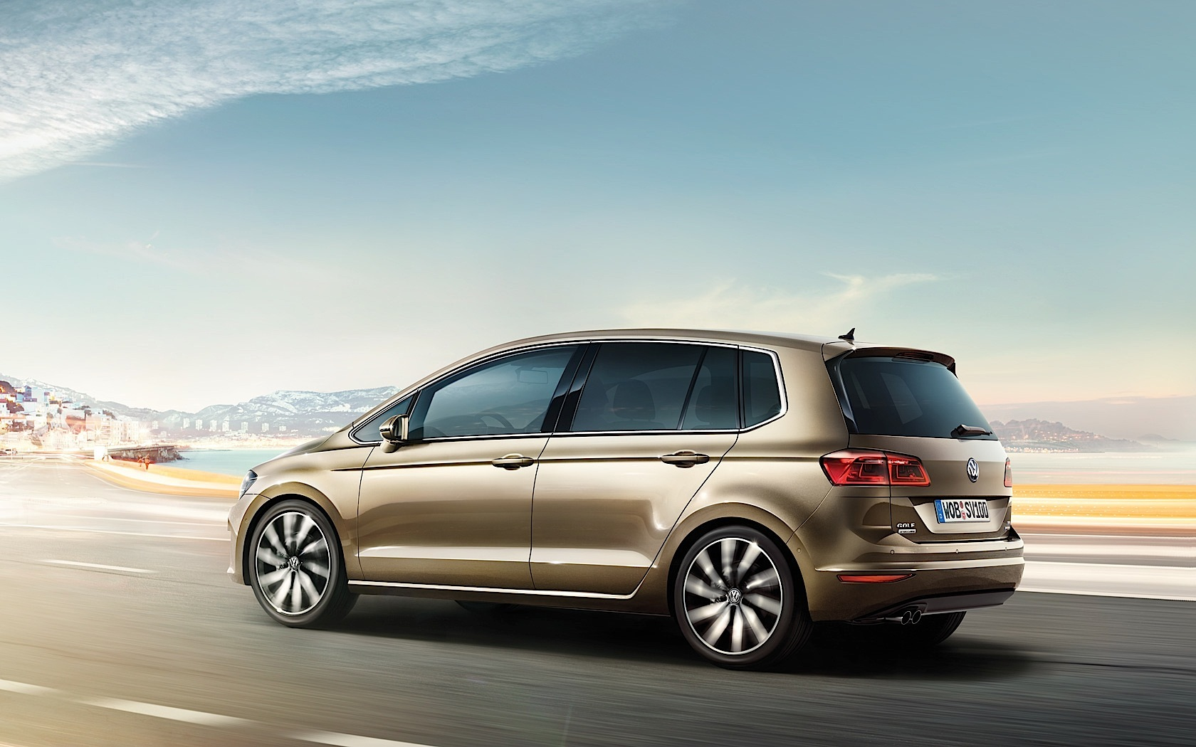 volkswagen golf sportsvan specs photos 2014 2015 2016 2017 autoevolution. Black Bedroom Furniture Sets. Home Design Ideas