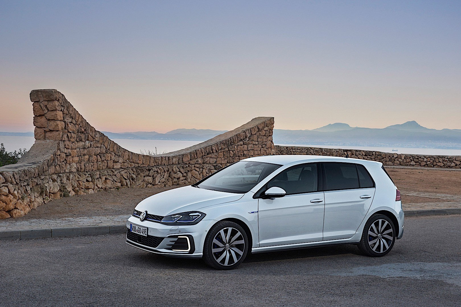 volkswagen golf vii gte specs photos 2017 2018 2019