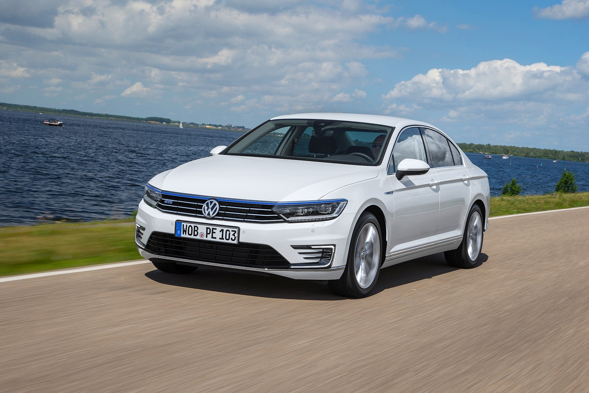 volkswagen passat gte specs 2015 2016 2017 2018 autoevolution. Black Bedroom Furniture Sets. Home Design Ideas