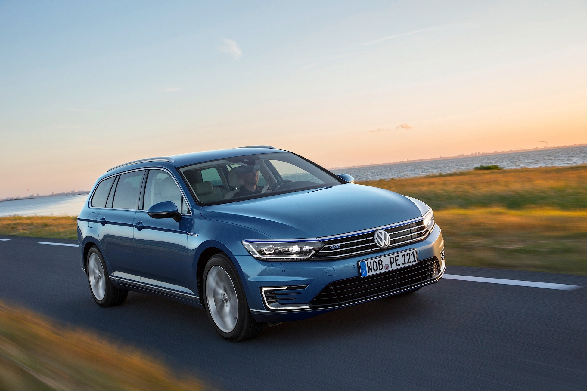 volkswagen passat variant gte specs 2015 2016 2017 2018 autoevolution. Black Bedroom Furniture Sets. Home Design Ideas