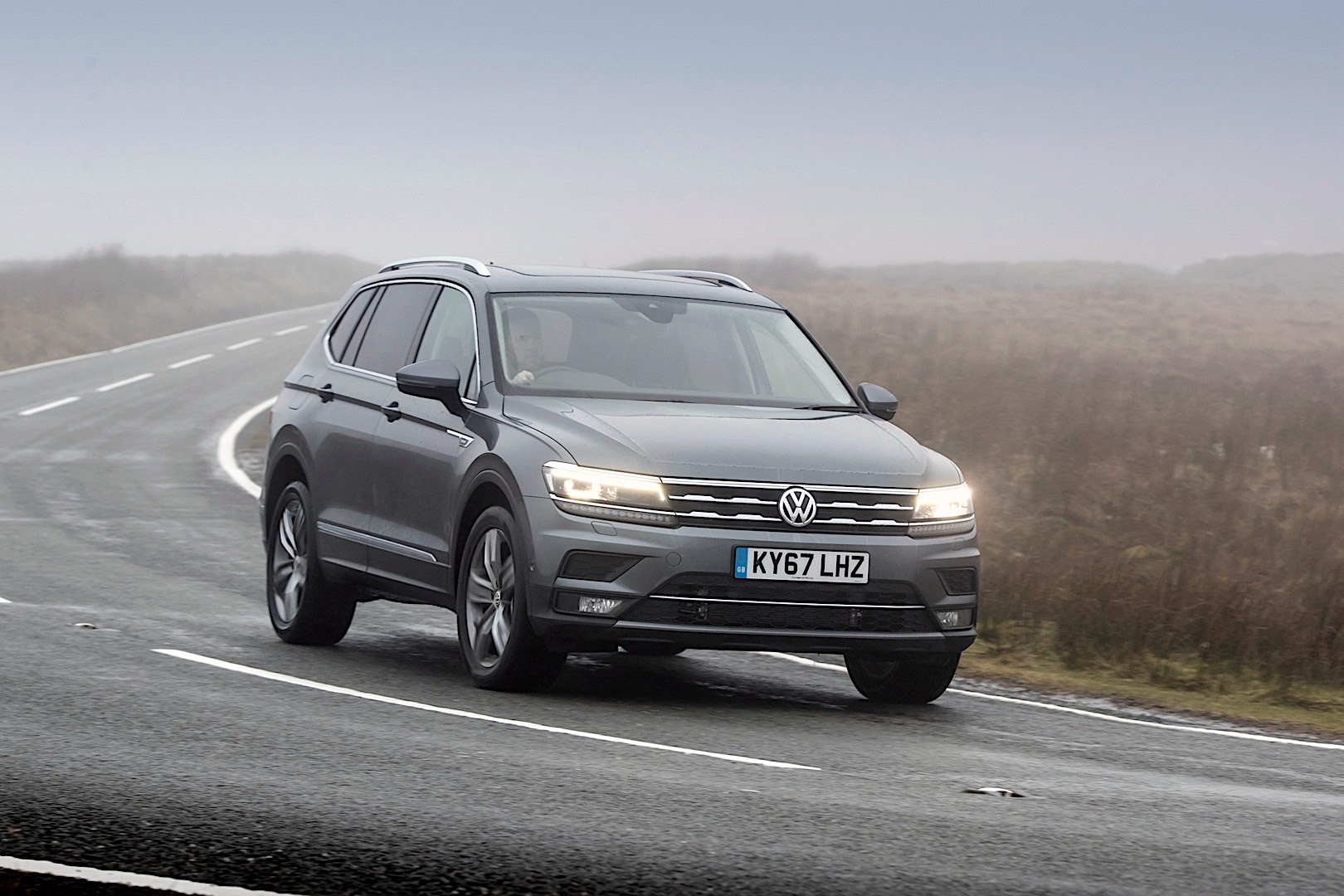 volkswagen tiguan allspace specs photos 2017 2018 2019 autoevolution. Black Bedroom Furniture Sets. Home Design Ideas