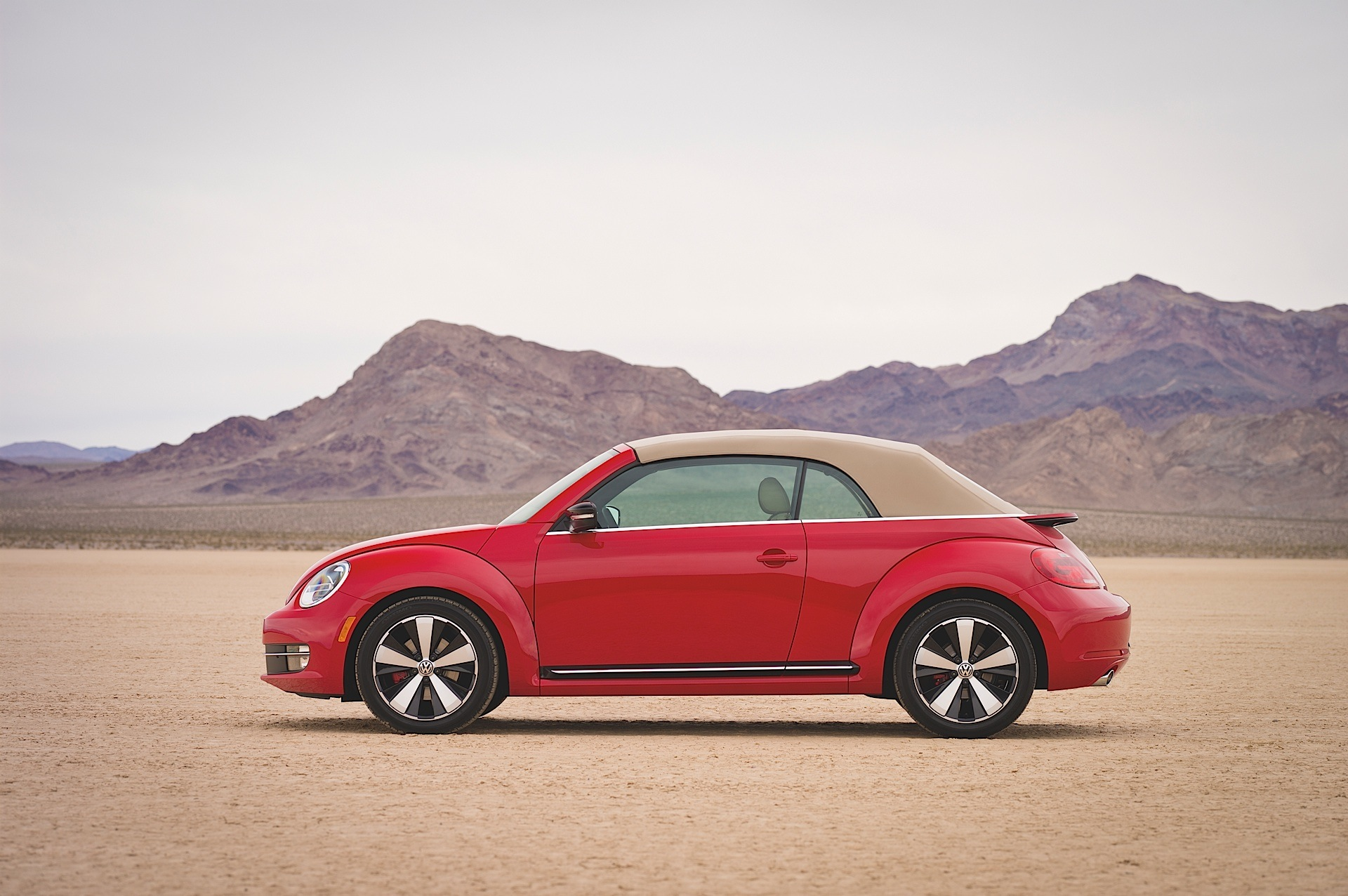 volkswagen beetle cabriolet specs photos 2013 2014 2015 2016 2017 2018 autoevolution. Black Bedroom Furniture Sets. Home Design Ideas