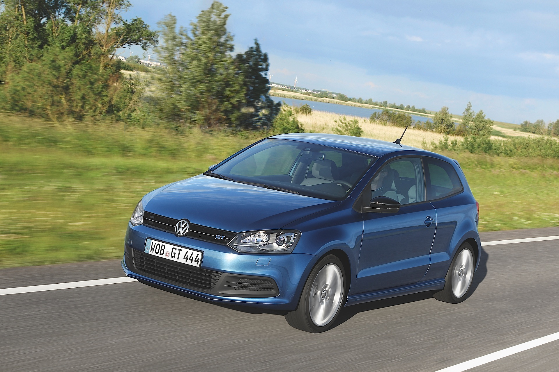 volkswagen polo bluegt specs photos 2013 2014 2015. Black Bedroom Furniture Sets. Home Design Ideas