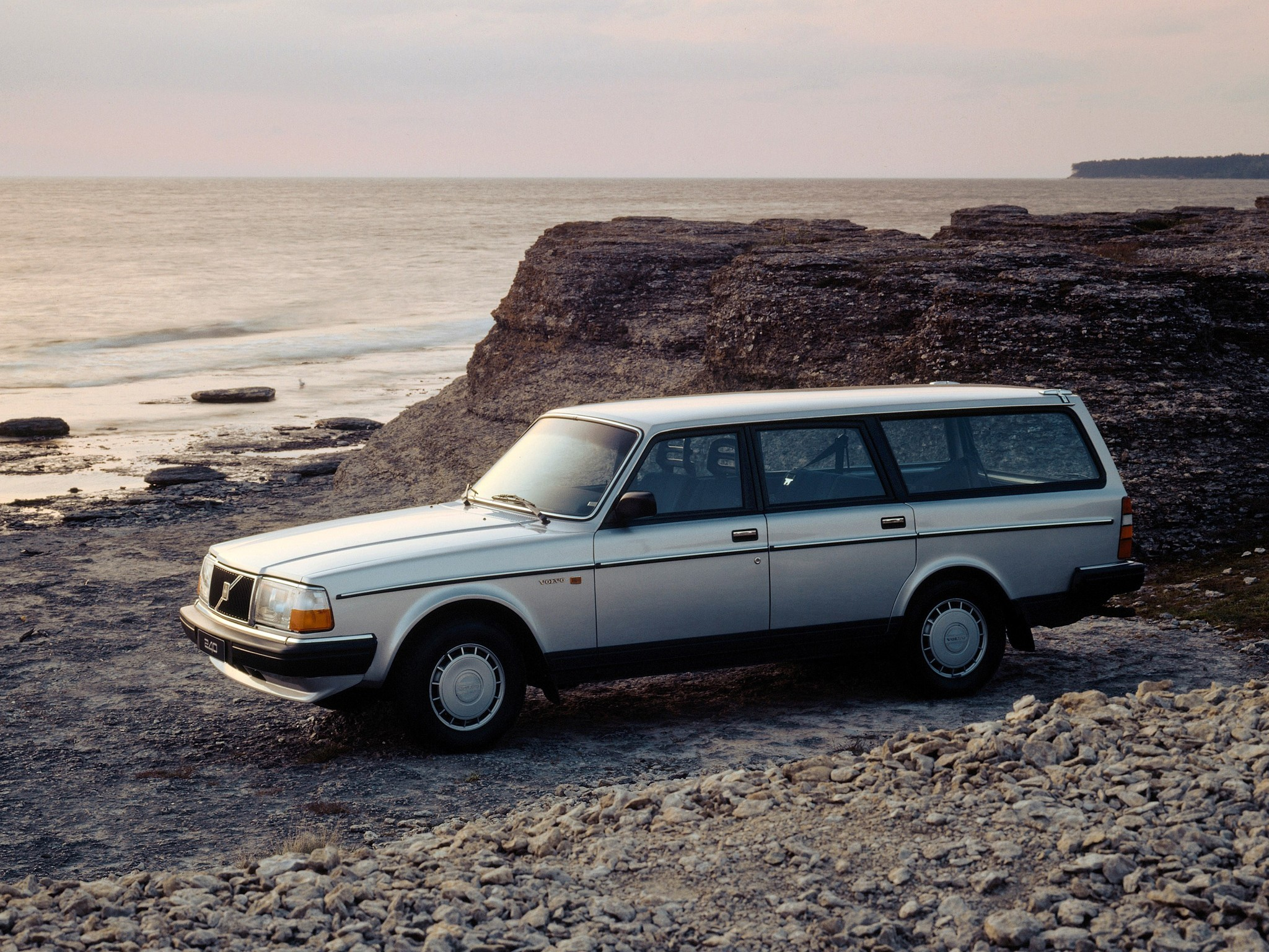 VOLVO 245 specs & photos - 1975, 1976, 1977, 1978, 1979 ...