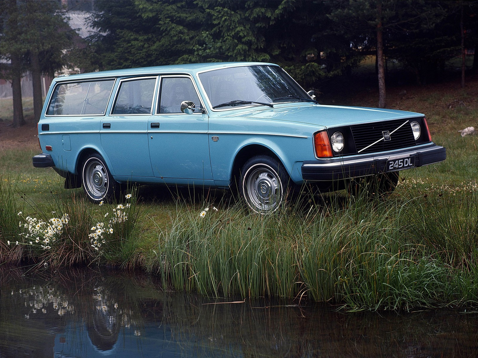 VOLVO 245 specs & photos - 1975, 1976, 1977, 1978, 1979, 1980, 1981, 1982, 1983, 1984, 1985 ...