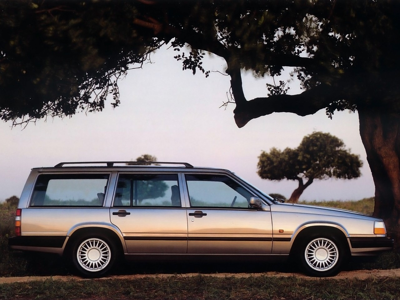 VOLVO 940 Estate specs & photos - 1990, 1991, 1992, 1993 ...
