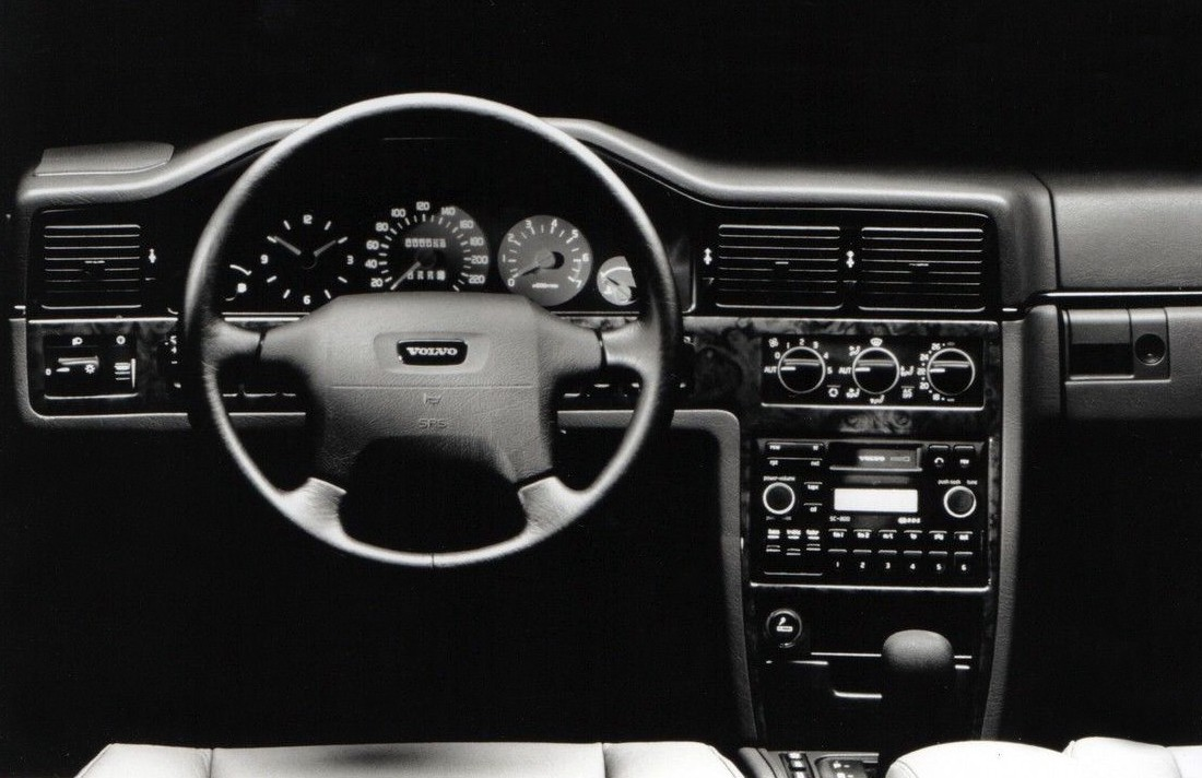 Mazda Xedos 9 2001 besides Porsche Macan S Diesel Hamann further Volkswagen Golf Iii Cabrio 1993 further Citroen C1 5 Doors 2009 together with 2010 Maybach Zeppelin. on new dmc car