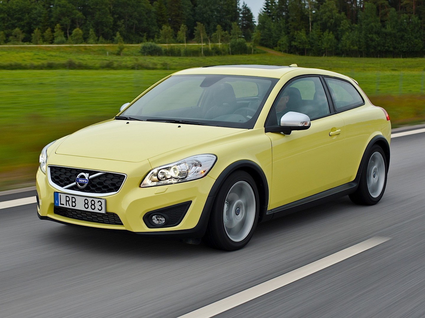 volvo c30 specs 2009 2010 2011 2012 2013 autoevolution. Black Bedroom Furniture Sets. Home Design Ideas