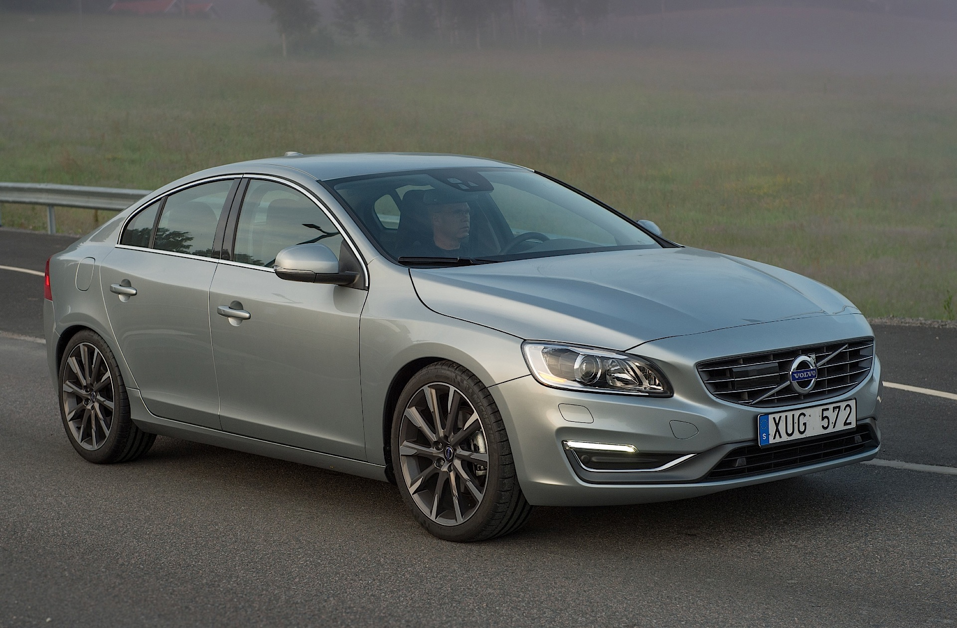 volvo s60 specs 2013 2014 2015 2016 2017 2018 autoevolution. Black Bedroom Furniture Sets. Home Design Ideas