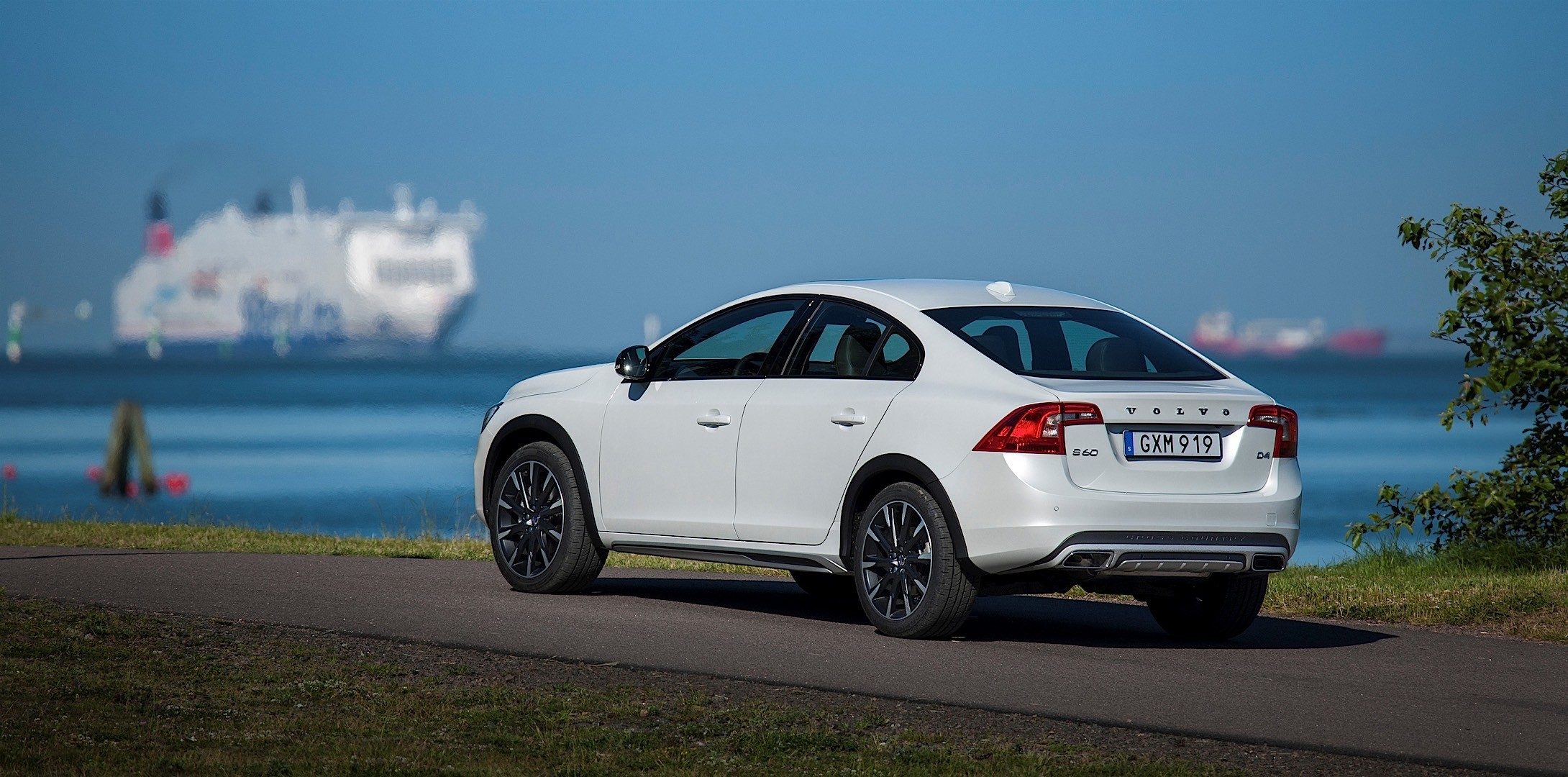 VOLVO S60 Cross Country specs & photos - 2015, 2016, 2017, 2018, 2019 - autoevolution