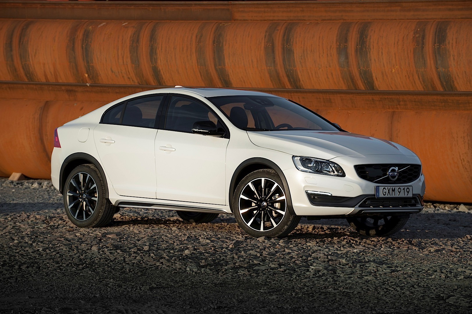 volvo s60 cross country specs 2015 2016 2017 2018. Black Bedroom Furniture Sets. Home Design Ideas