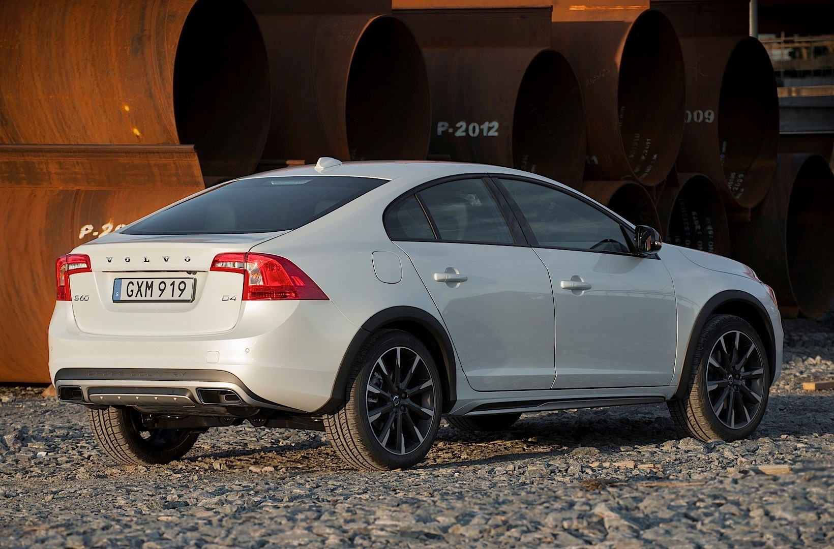 VOLVO S60 Cross Country specs & photos - 2015, 2016, 2017, 2018 - autoevolution
