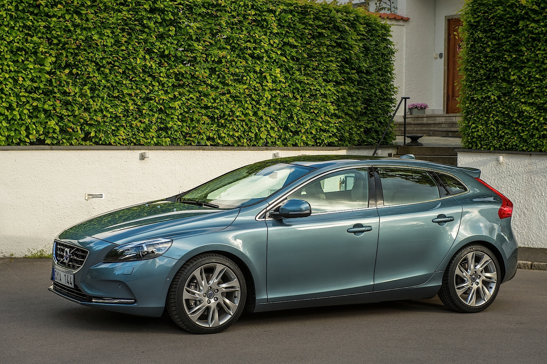 volvo v40 specs 2012 2013 2014 2015 2016 autoevolution. Black Bedroom Furniture Sets. Home Design Ideas