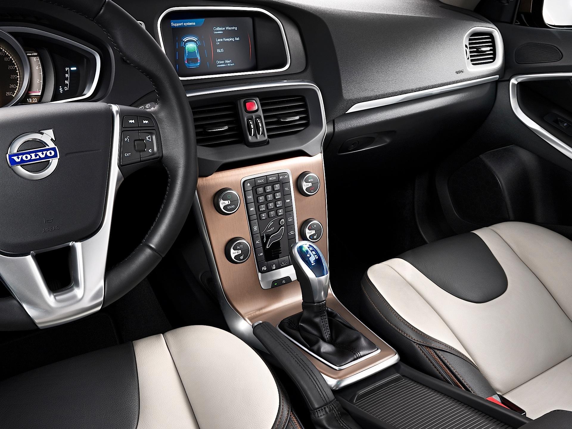 Volvo v60 cross country review 2015 parkers -  Volvo V40 Cross Country 2012 2016
