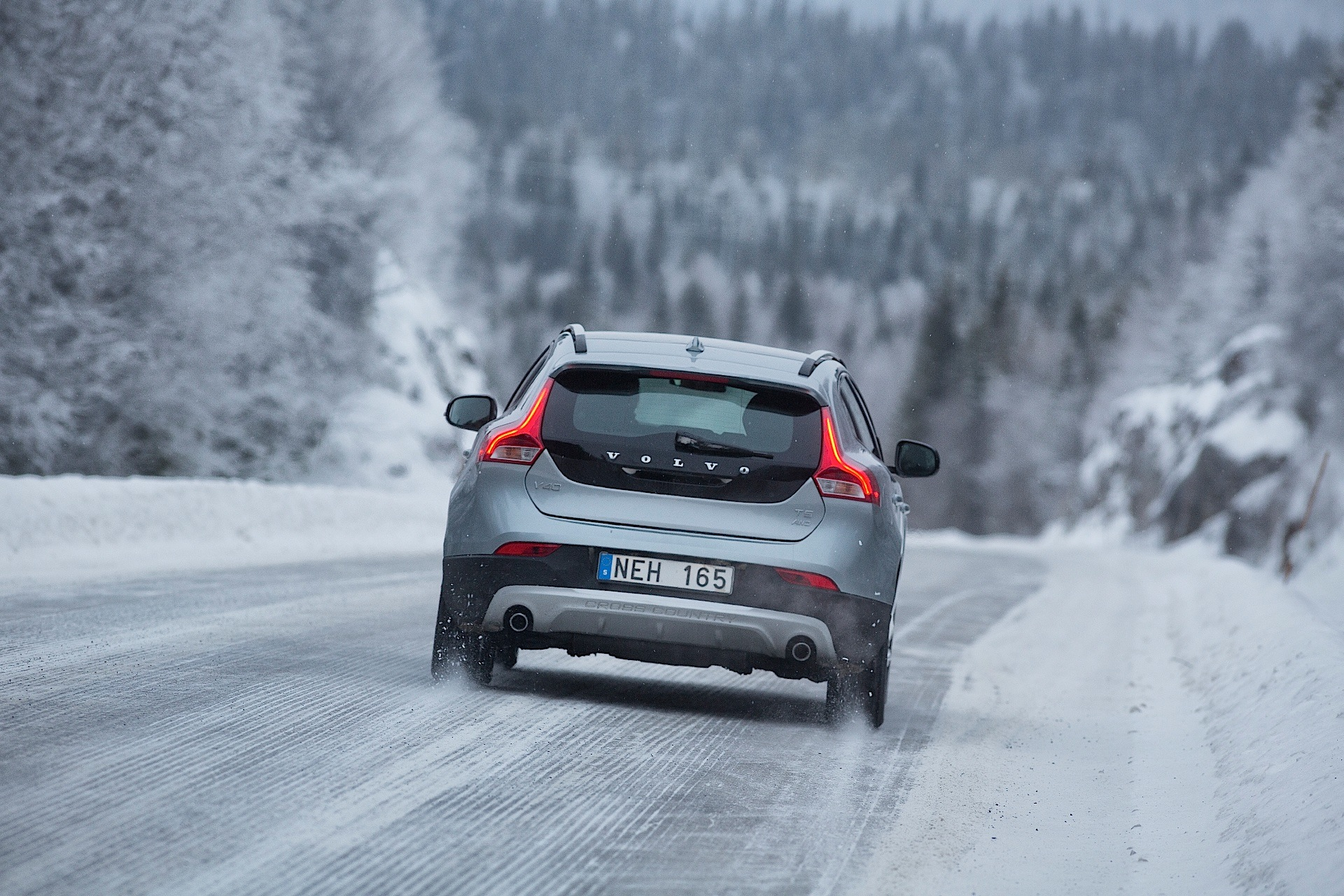 VOLVO V40 Cross Country specs & photos - 2012, 2013, 2014 ...
