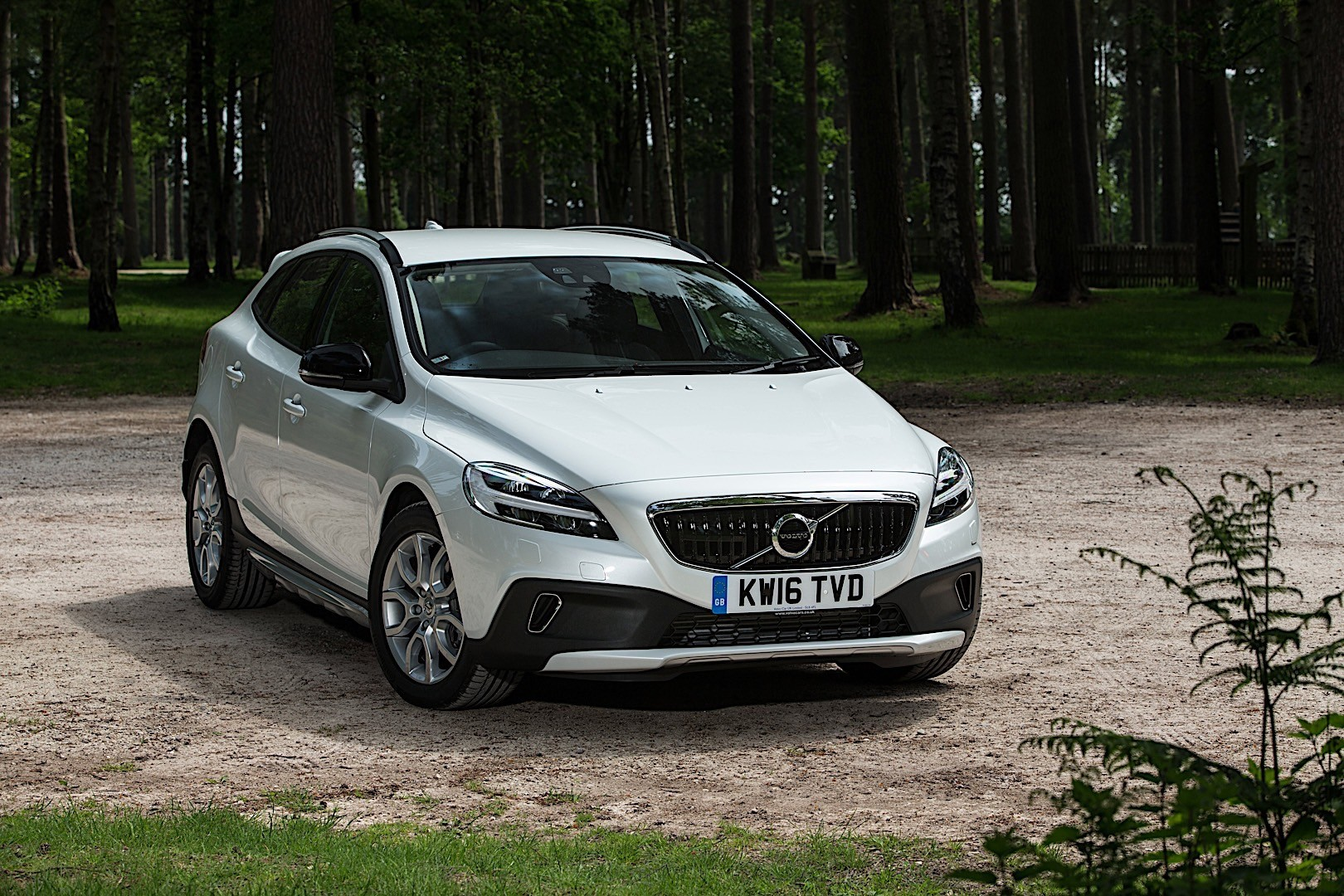 VOLVO V40 Cross Country specs - 2016, 2017, 2018 ...