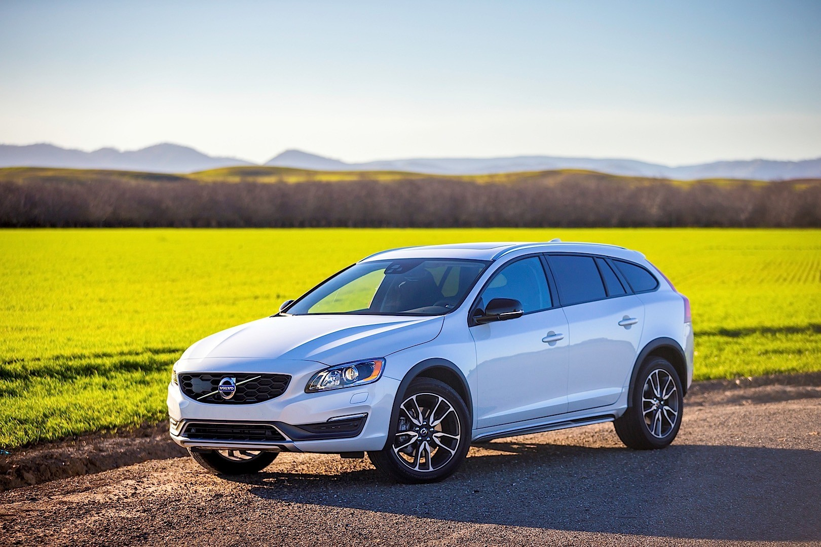 VOLVO V60 Cross Country specs & photos - 2015, 2016, 2017, 2018 - autoevolution