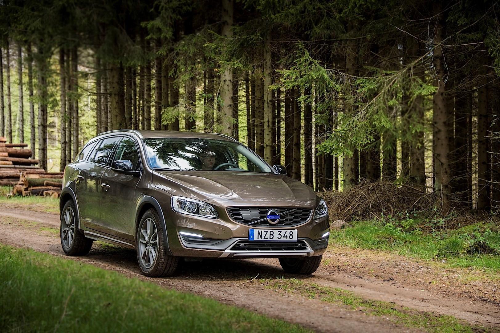 2017 Volvo Xc90 Hybrid >> VOLVO V60 Cross Country specs & photos - 2015, 2016, 2017 ...