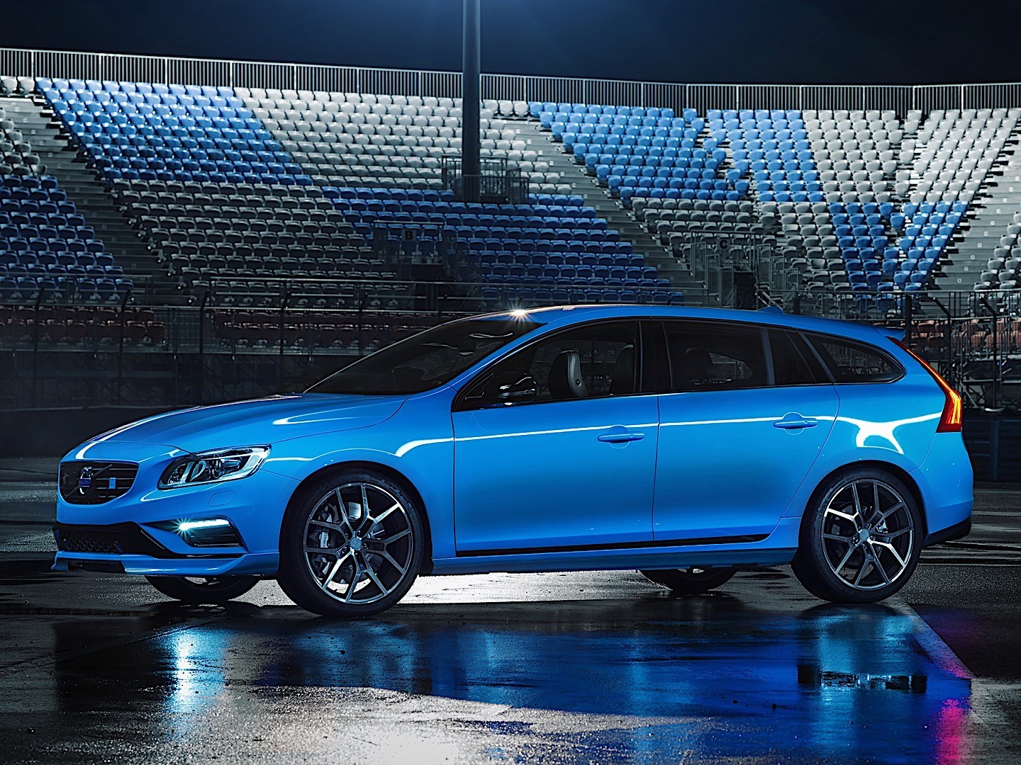 VOLVO V60 Polestar specs & photos - 2014, 2015, 2016, 2017, 2018, 2019 - autoevolution