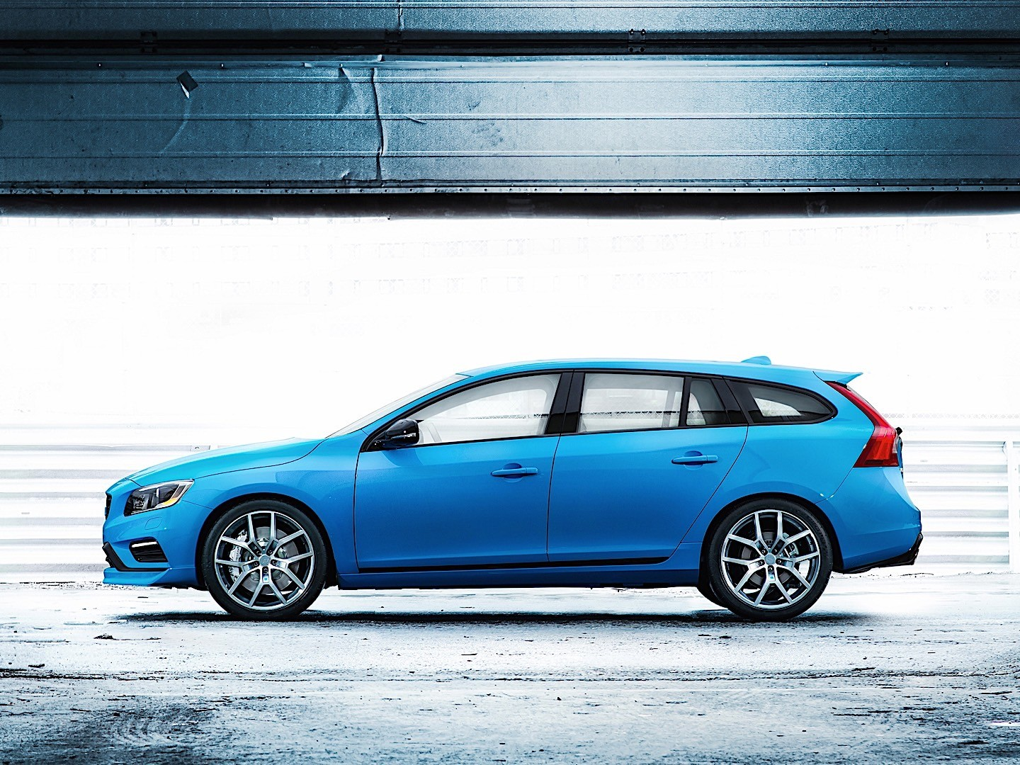 volvo v60 polestar specs 2014 2015 2016 2017 2018 autoevolution. Black Bedroom Furniture Sets. Home Design Ideas