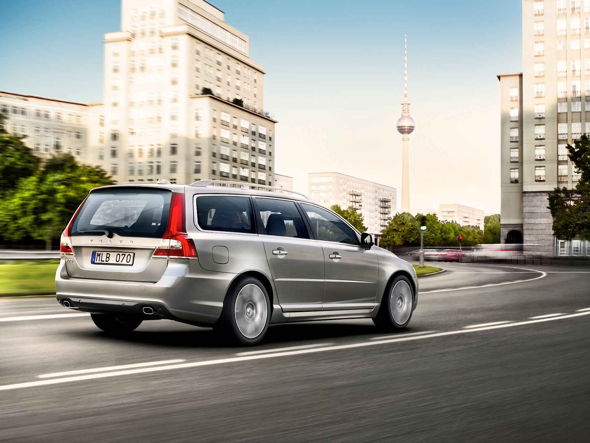 VOLVO V70 specs & photos - 2007, 2008, 2009, 2010, 2011, 2012, 2013, 2014, 2015, 2016 ...