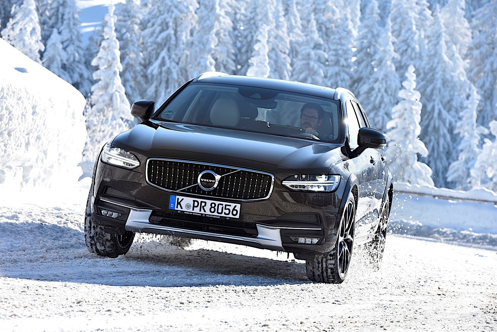 volvo v90 cross country specs 2016 2017 2018 autoevolution. Black Bedroom Furniture Sets. Home Design Ideas