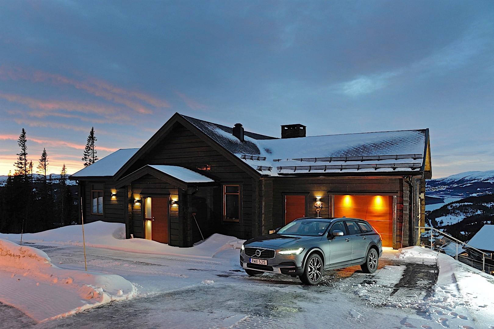 скромно, ауди в снегу у дома красивые картинки второй машины