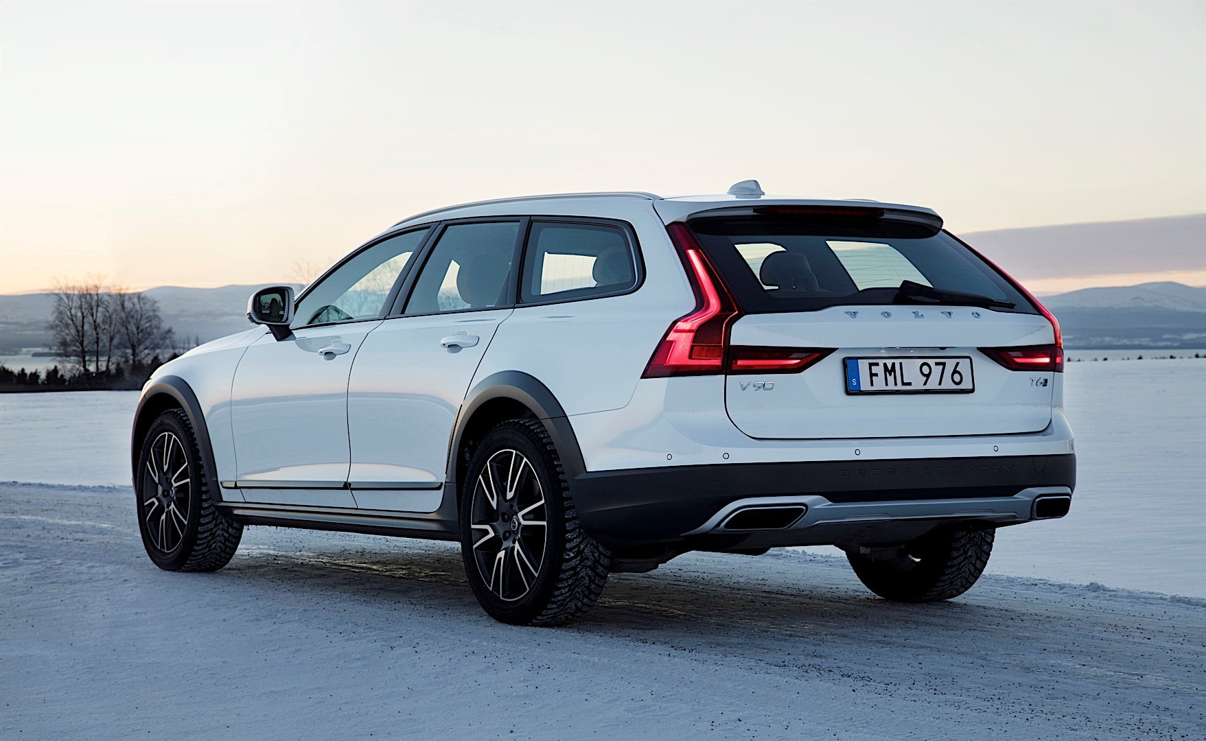 volvo v90 cross country specs photos 2016 2017 2018 autoevolution. Black Bedroom Furniture Sets. Home Design Ideas