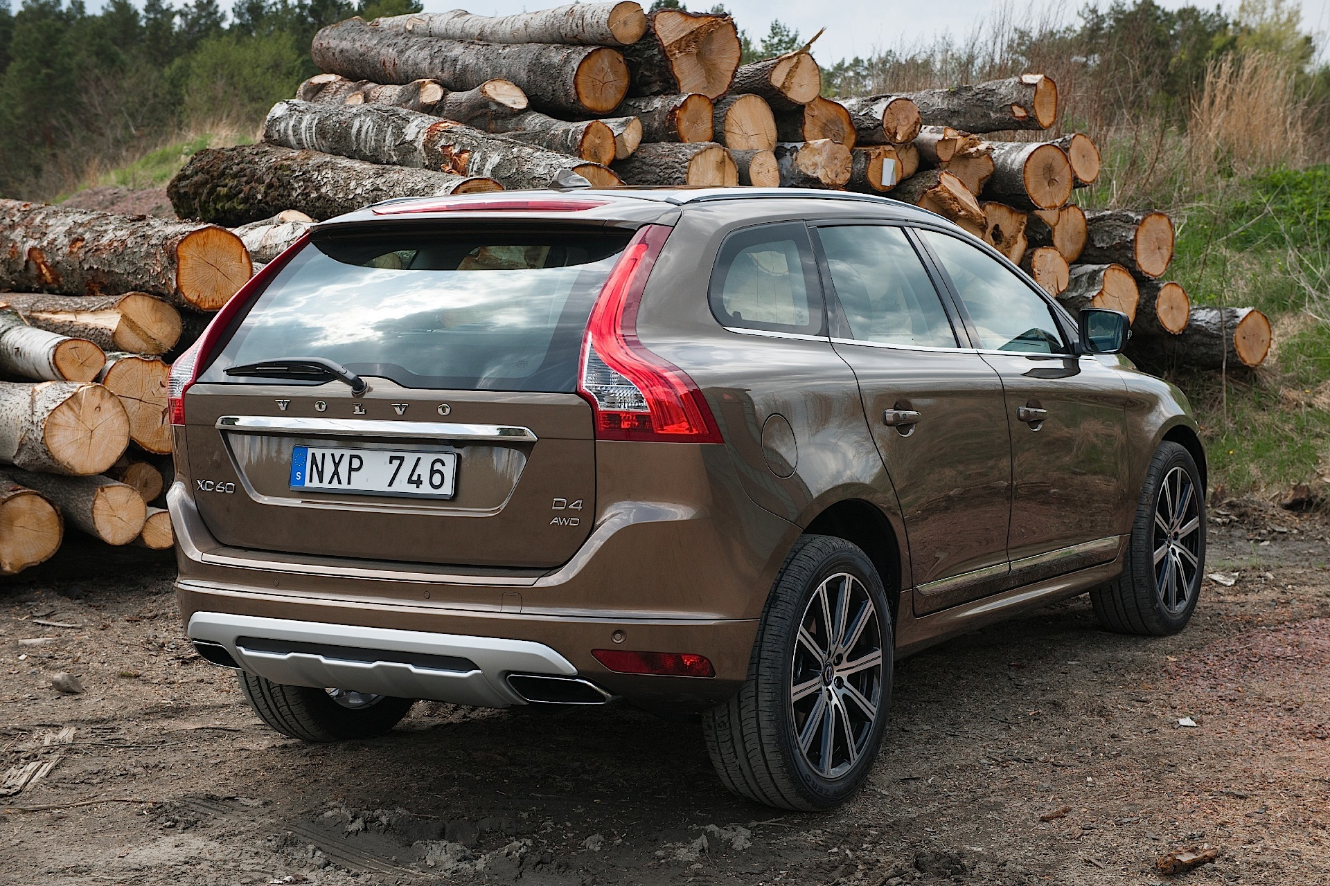 volvo xc60 specs 2013 2014 2015 2016 2017 autoevolution. Black Bedroom Furniture Sets. Home Design Ideas