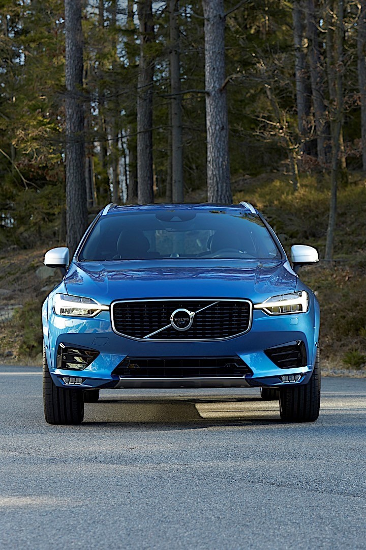 volvo xc60 specs 2017 2018 autoevolution. Black Bedroom Furniture Sets. Home Design Ideas