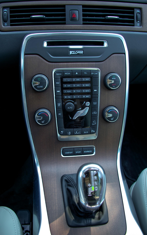 Volvo Xc70 Specs Amp Photos 2007 2008 2009 2010 2011