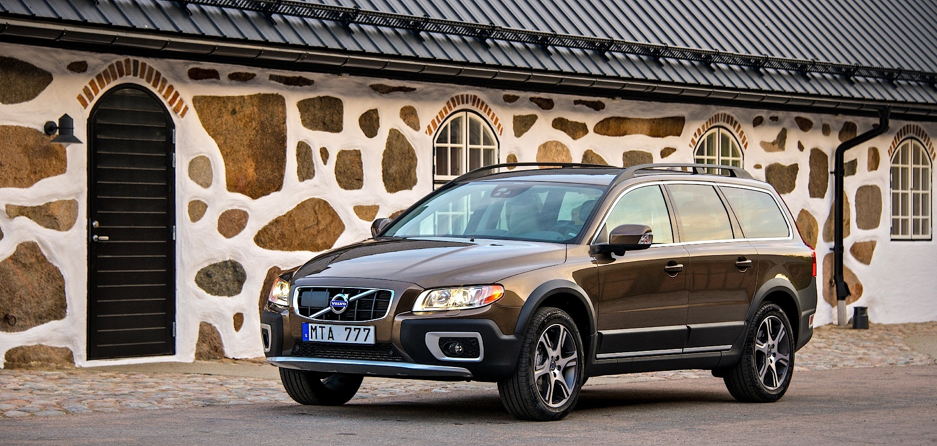 VOLVO XC70 specs & photos - 2007, 2008, 2009, 2010, 2011, 2012, 2013, 2014, 2015, 2016 ...