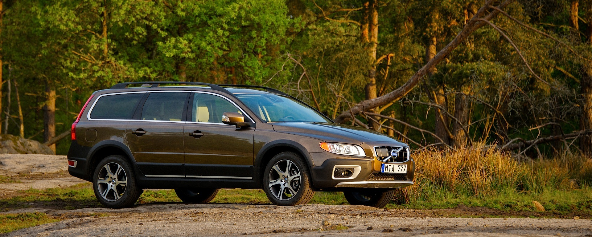 cars se homage volvo cross trailed the new lux review video to with uk country awd