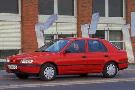 NISSAN Sunny Hatchback specs & photos - 1993, 1994, 1995 ...