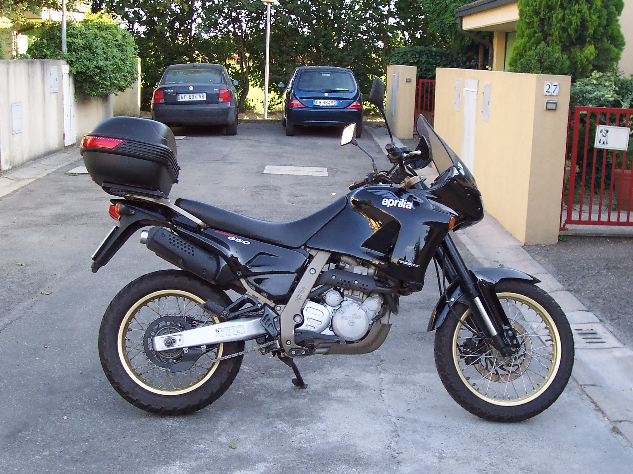 aprilia pegaso 650 specs 1994 1995 autoevolution. Black Bedroom Furniture Sets. Home Design Ideas