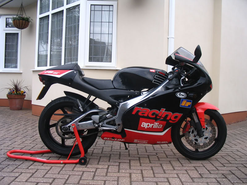 aprilia rs 125 specs 1999 2000 autoevolution. Black Bedroom Furniture Sets. Home Design Ideas