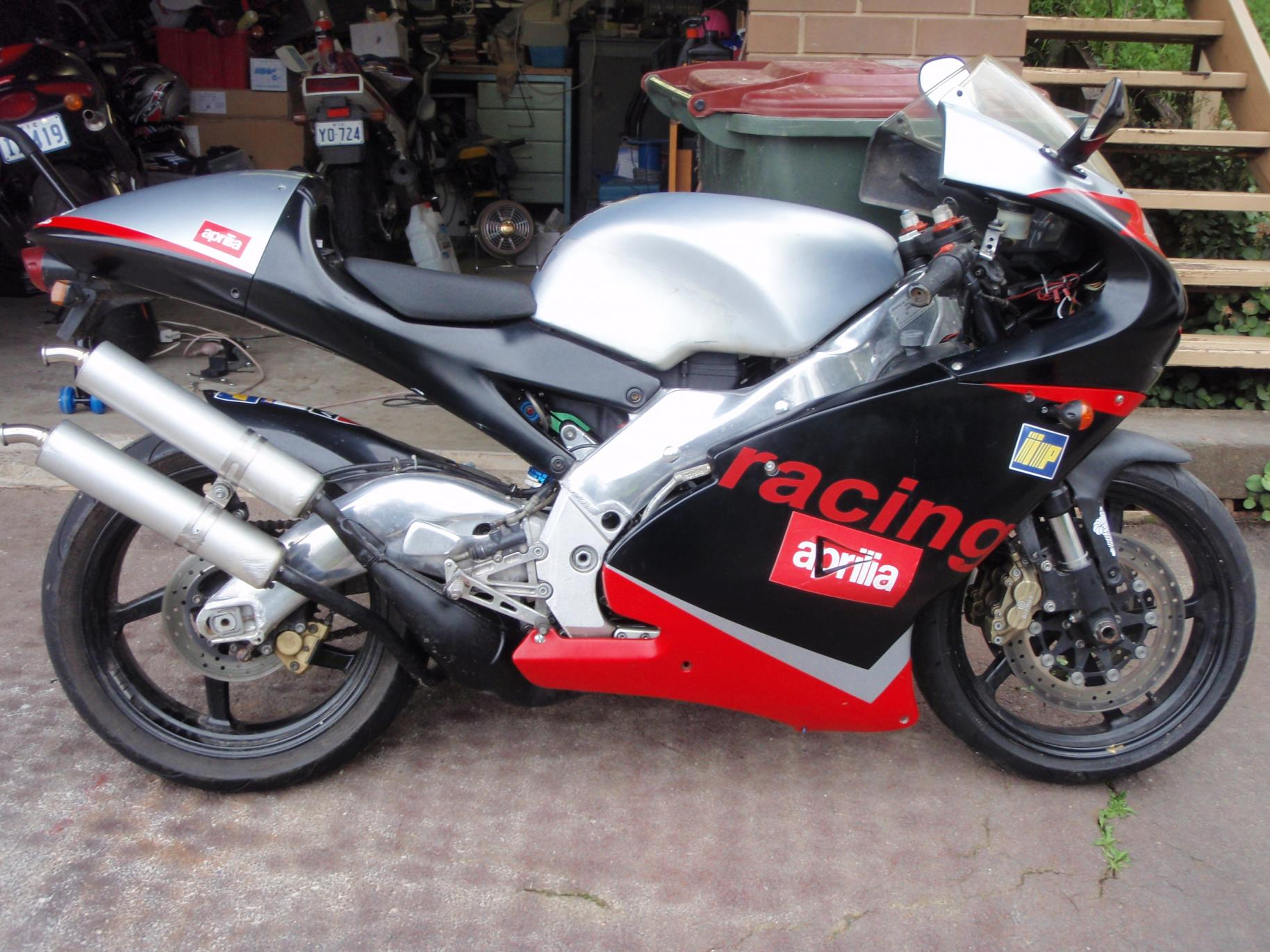 aprilia rs 250 specs 2000 2001 autoevolution. Black Bedroom Furniture Sets. Home Design Ideas