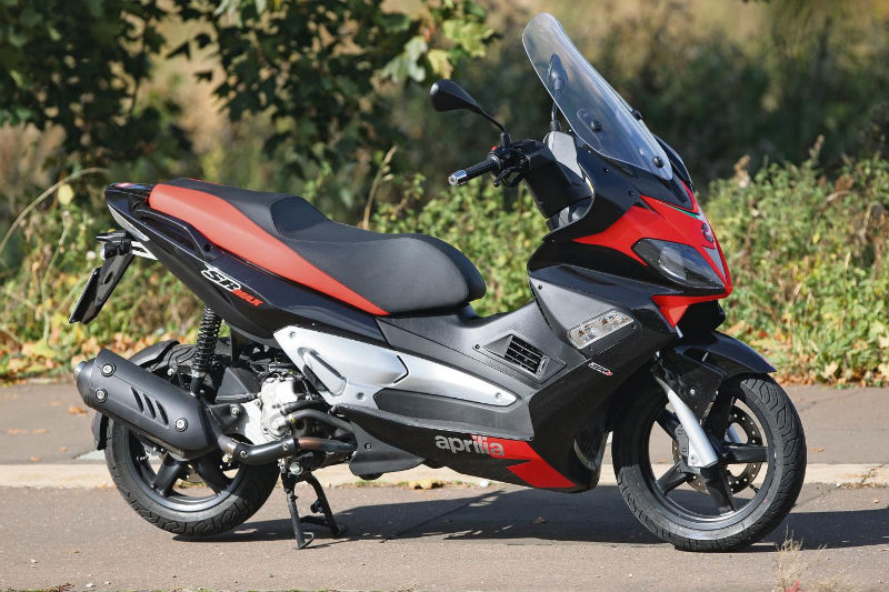 aprilia sr motard 125 specs 2012 2013 autoevolution. Black Bedroom Furniture Sets. Home Design Ideas