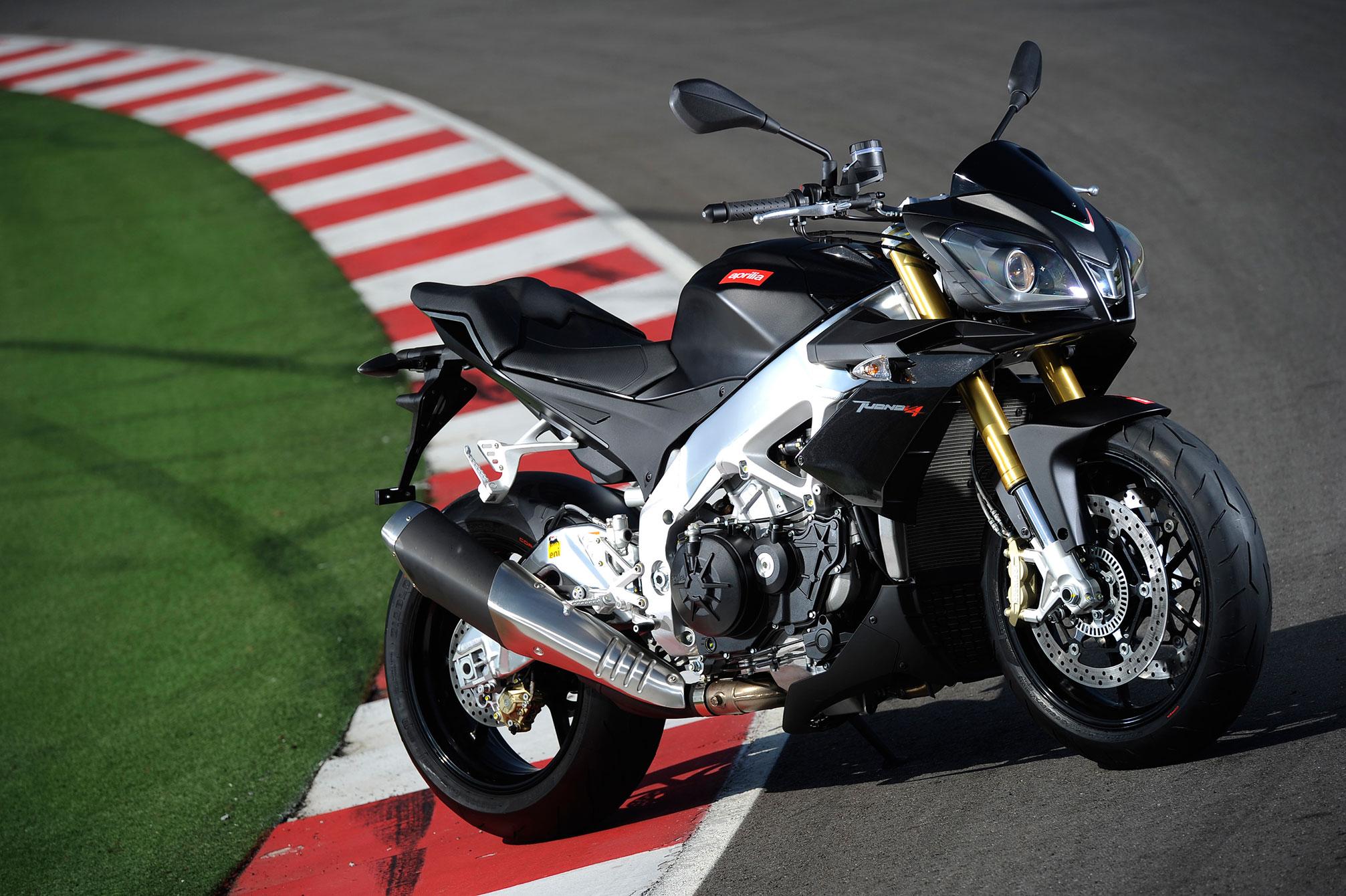 2013 Aprilia Tuono V4 R APRC Motocyclettes - Motos Illimitées