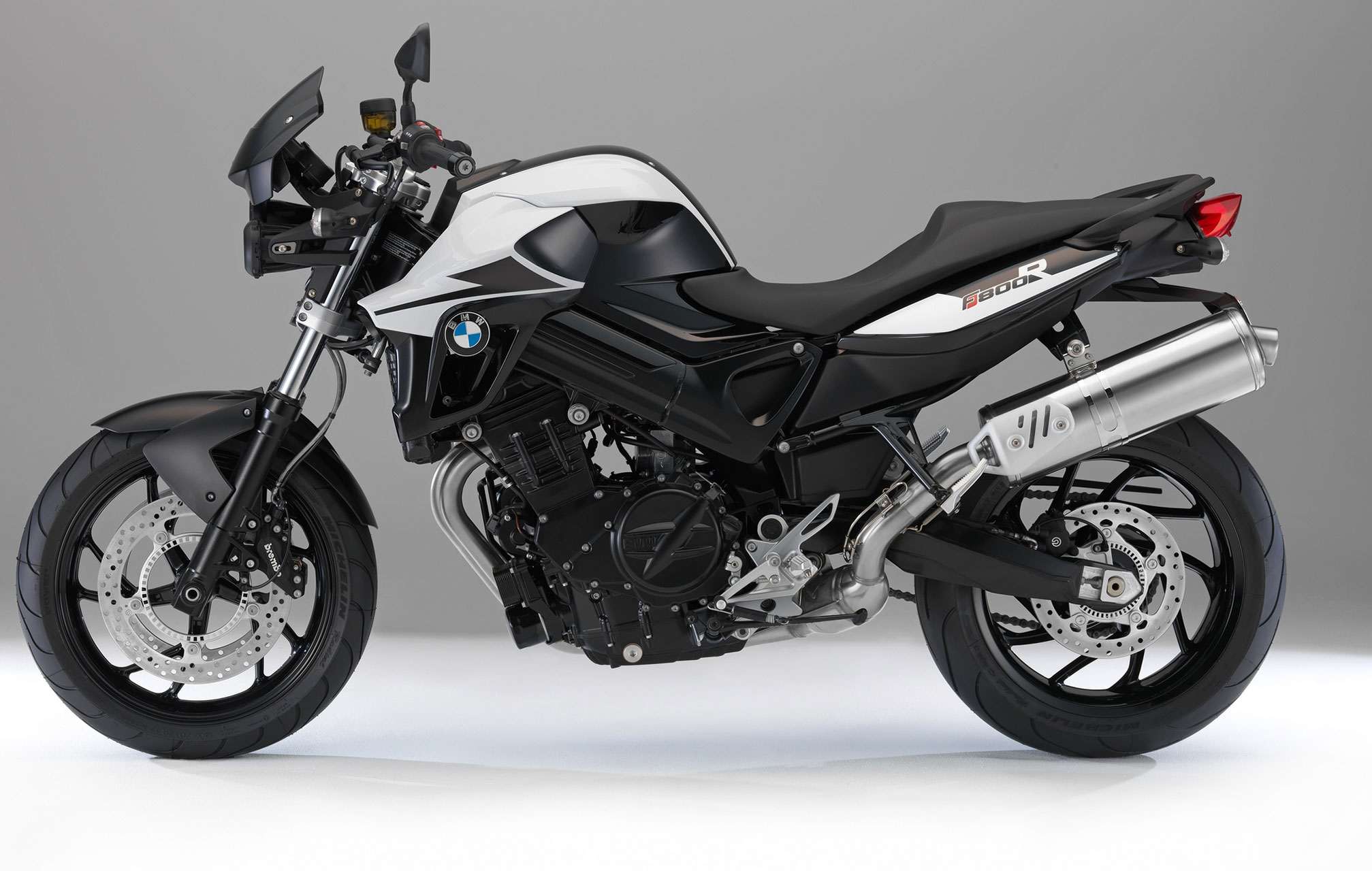 bmw f 800 r specs 2014 2015 autoevolution. Black Bedroom Furniture Sets. Home Design Ideas
