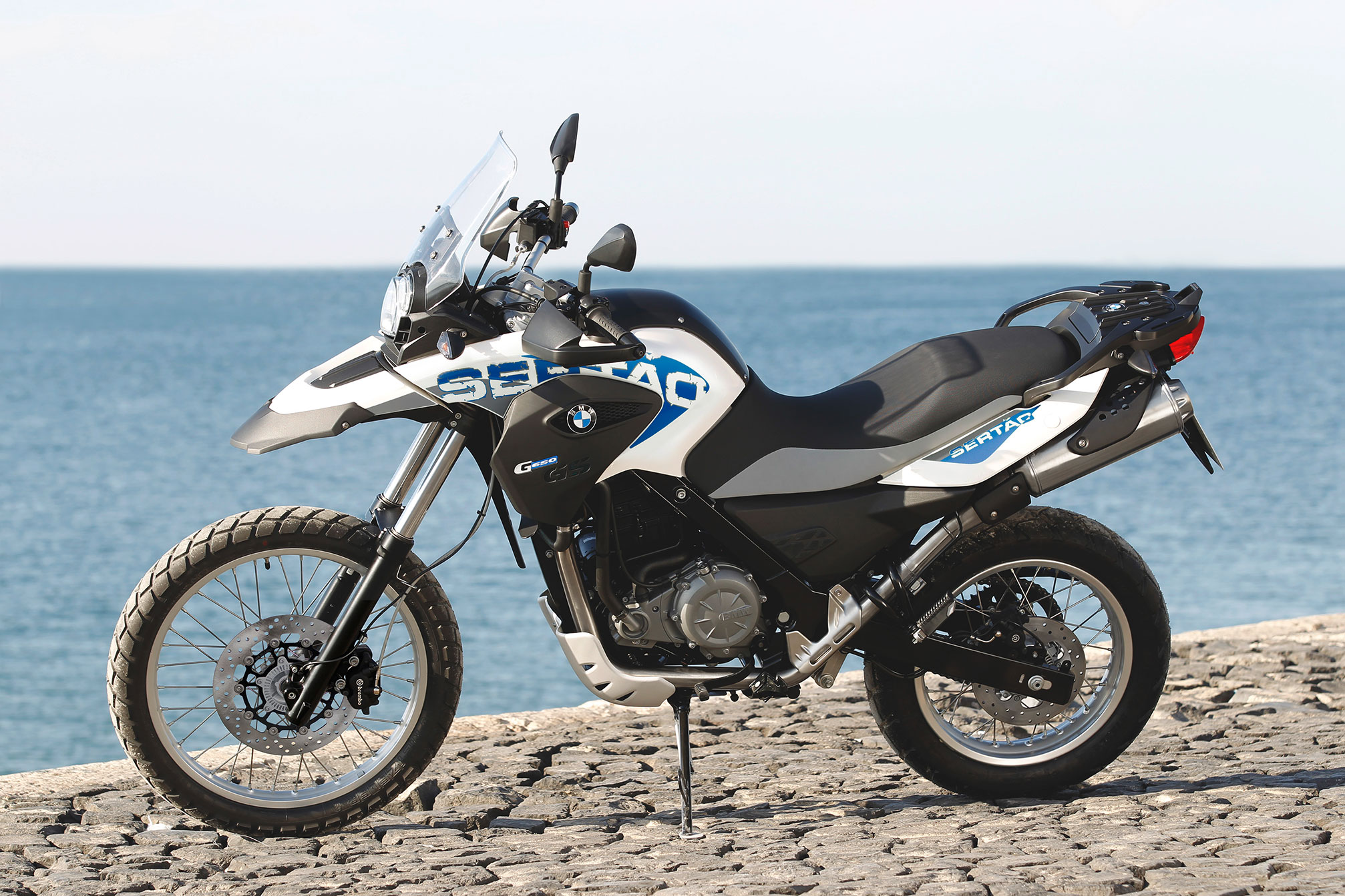 bmw g 650 gs sert o specs 2013 2014 autoevolution. Black Bedroom Furniture Sets. Home Design Ideas