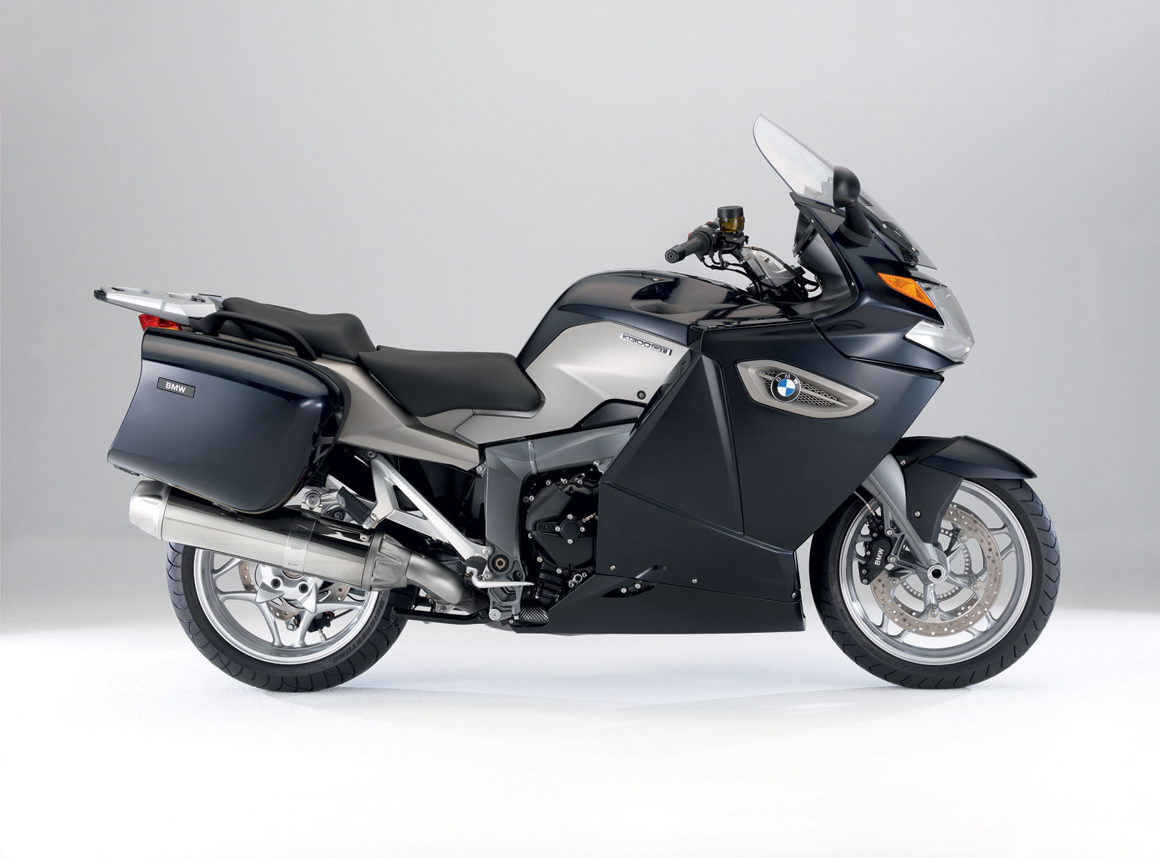 bmw k 1300 gt specs 2008 2009 autoevolution. Black Bedroom Furniture Sets. Home Design Ideas