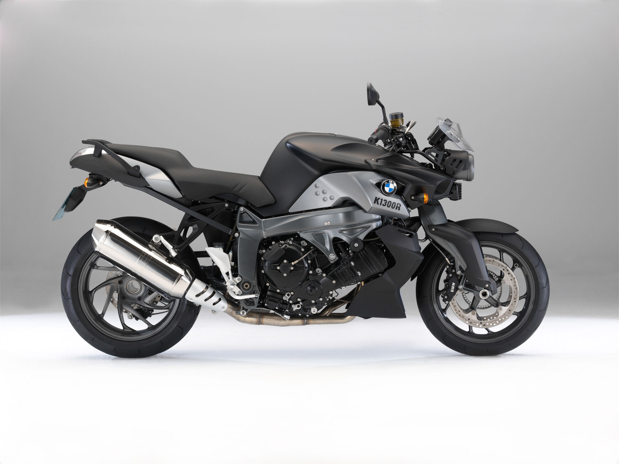 bmw k 1300 r specs 2011 2012 autoevolution. Black Bedroom Furniture Sets. Home Design Ideas