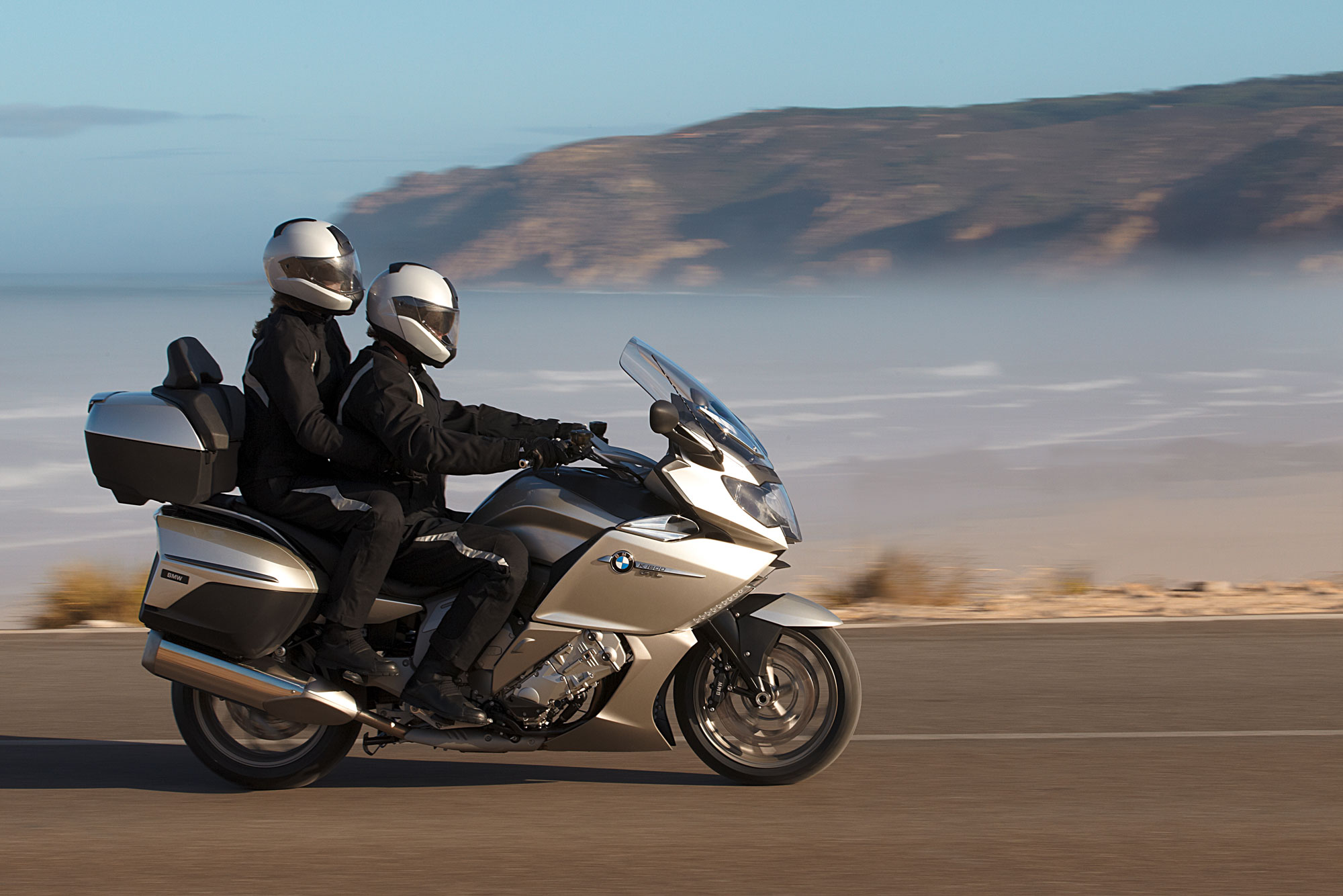bmw k 1600 gtl e luxury specs 2011 2012 autoevolution. Black Bedroom Furniture Sets. Home Design Ideas
