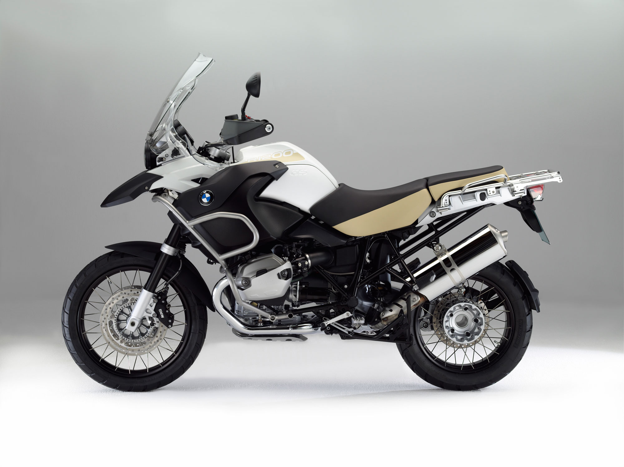 bmw r 1200 gs adventure 2011 2012 autoevolution. Black Bedroom Furniture Sets. Home Design Ideas