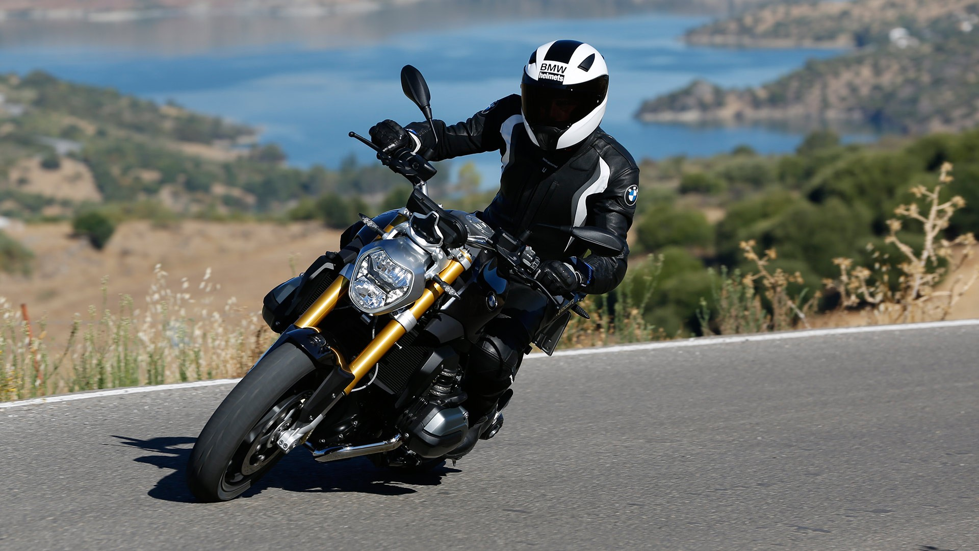 bmw r 1200 r specs 2015 2016 autoevolution. Black Bedroom Furniture Sets. Home Design Ideas