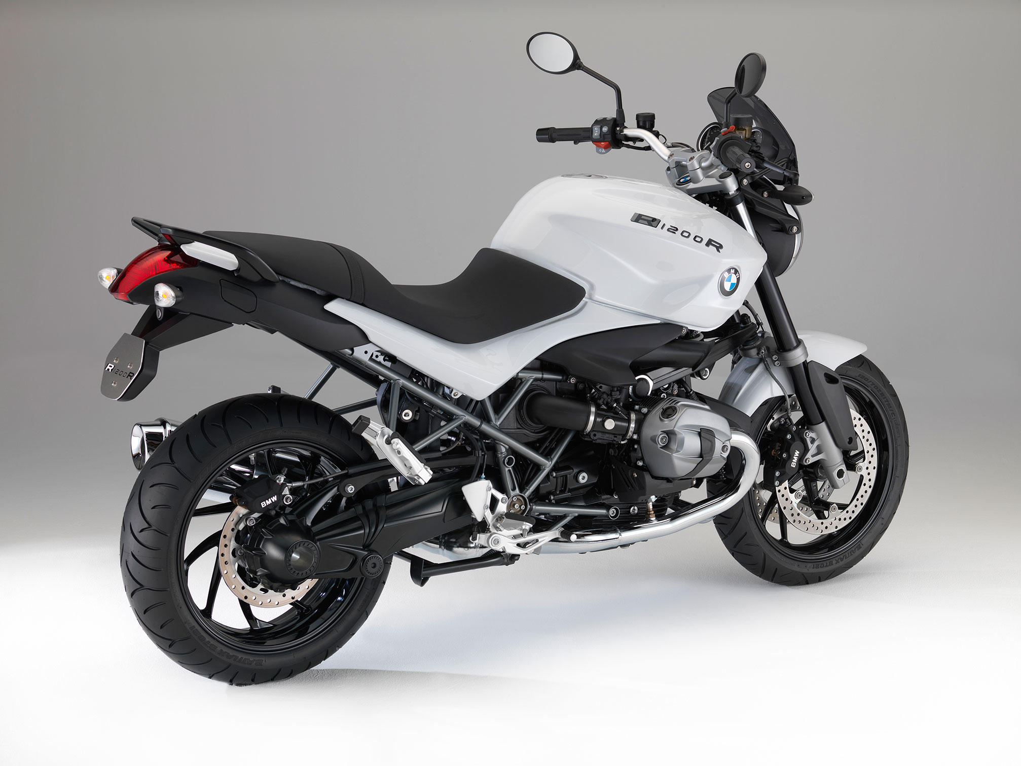 bmw r 1200 r specs 2013 2014 autoevolution. Black Bedroom Furniture Sets. Home Design Ideas