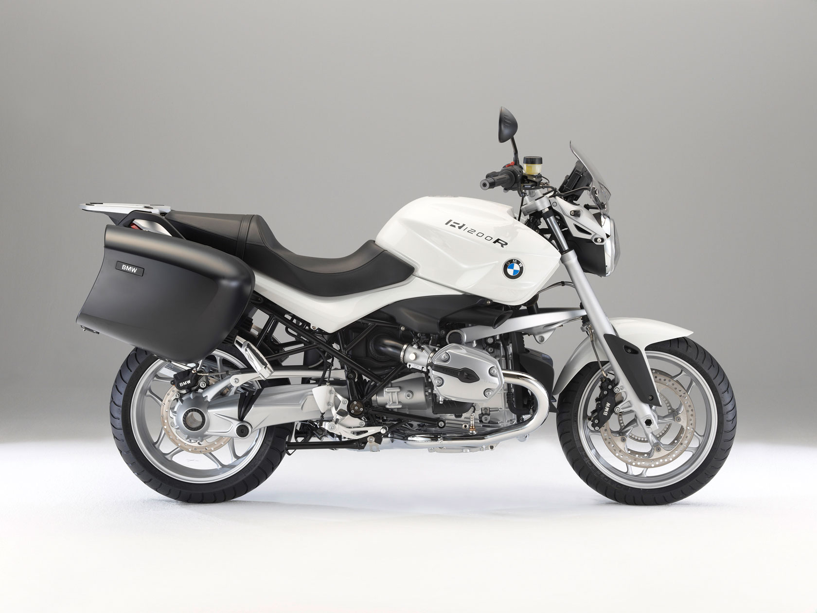 bmw r 1200 r touring special specs 2010 2011 autoevolution. Black Bedroom Furniture Sets. Home Design Ideas