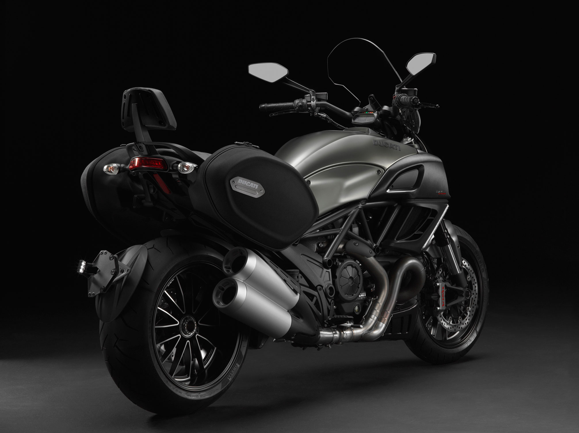 ducati diavel strada specs 2012 2013 autoevolution. Black Bedroom Furniture Sets. Home Design Ideas