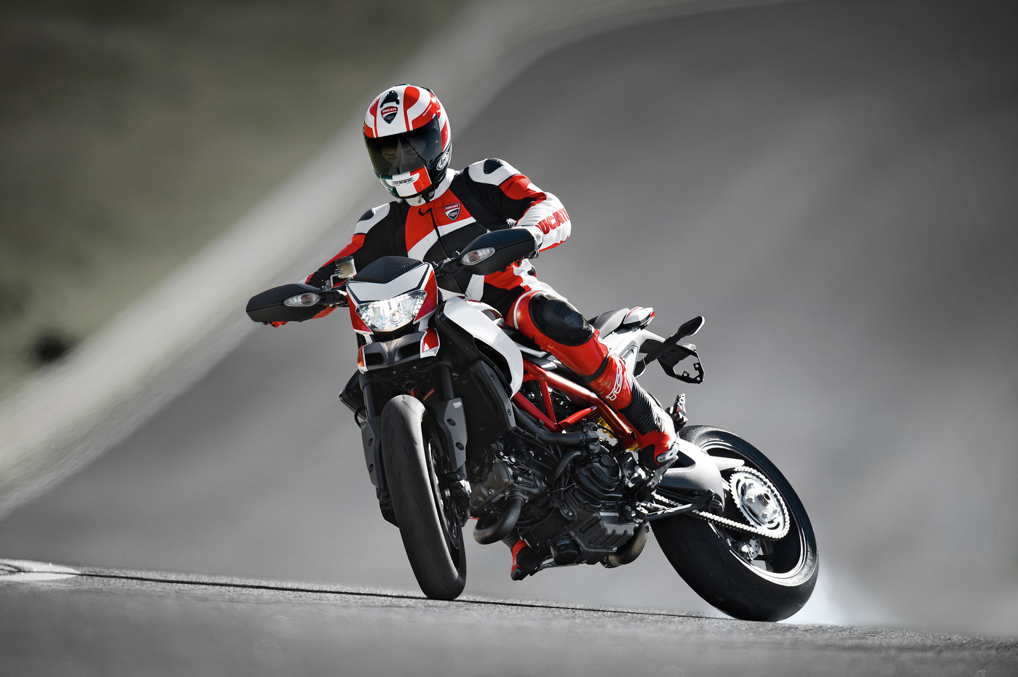 ducati hypermotard sp specs 2013 2014 autoevolution. Black Bedroom Furniture Sets. Home Design Ideas